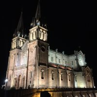 Vista nocturna de la Basílica